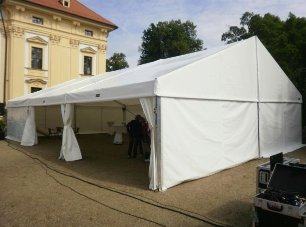 dum-zahrada-nabytek_cz_party-s-production_cz_01