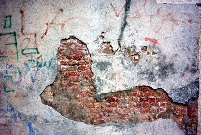 Obrázek 1 Se společností Bosta Holding se vlhkých zdí bát nemusíte.