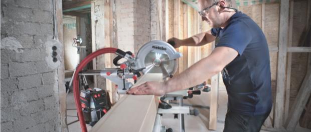 K čemu používat pokosovou pilu? Přesná práce se dřevem i rozvody vody