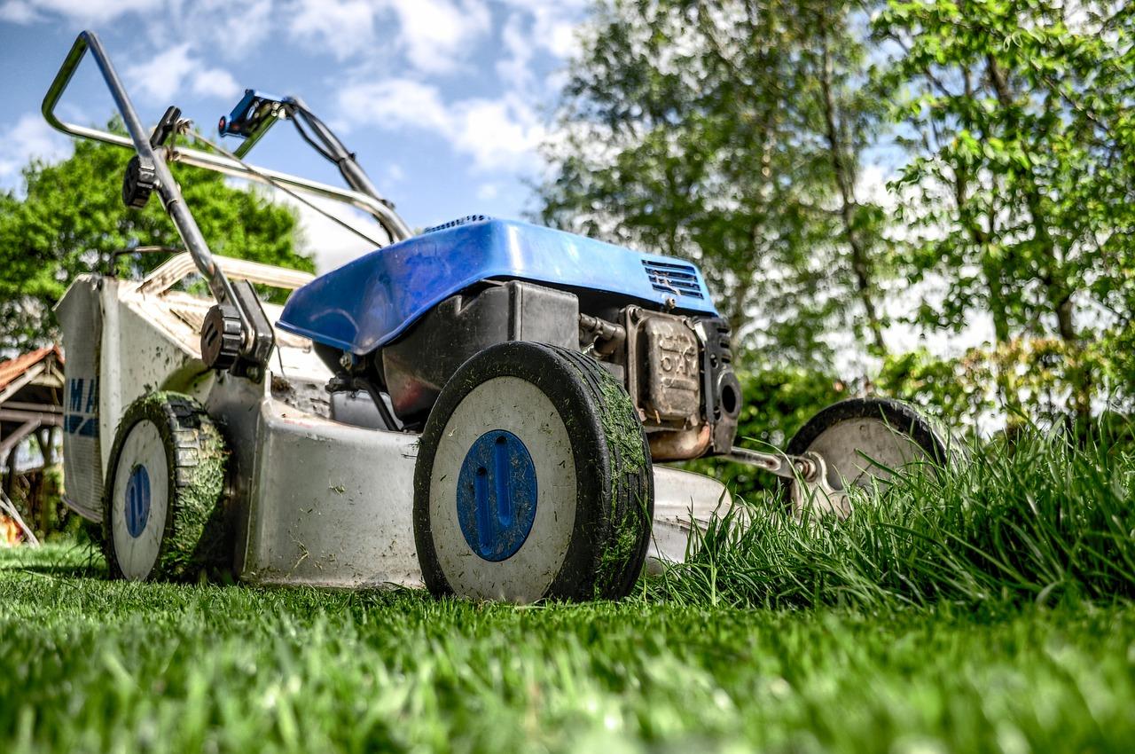 Sekačka na trávu na baterie
